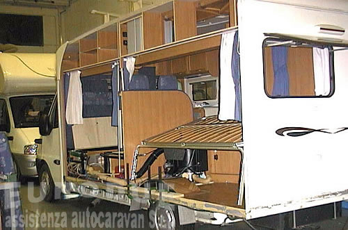 Plafoniere Interne Per Camper : Riparazioni camper caravan autocaravan roulottes eurodue s r l